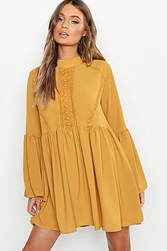 Se  Boho Crochet Detail Wide Sleeve Smock Dress ved Boohoo.com