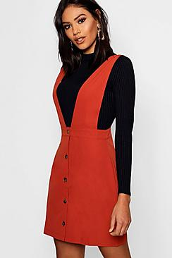 Se  Plunge Front Button Pinafore Dress ved Boohoo.com
