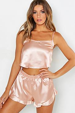 Se  Satin Frill Hem Cami And Pyjama Short Set ved Boohoo.com