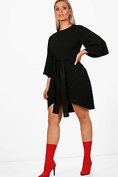 Se  Plus  Kimono Sleeve Tie Waist Wrap Dress ved Boohoo.com