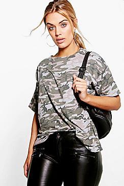Se  Plus Camo Oversize T-Shirt ved Boohoo.com