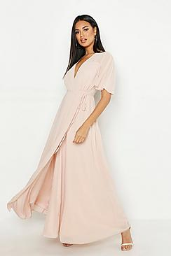 Se  Chiffon Angel Sleeve Wrap Maxi Bridesmaid Dress ved Boohoo.com