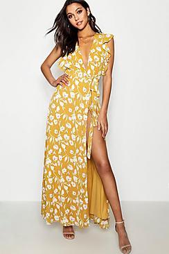 Se  Floral Frill Detail Wrap Maxi Dress ved Boohoo.com