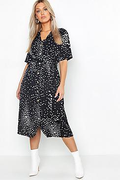 Se  Plus Star Print Button Detail Midi Dress ved Boohoo.com