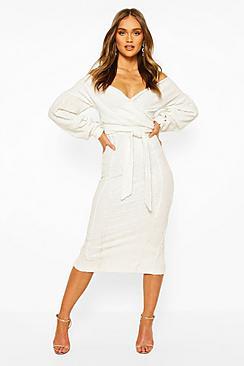 Se  Bridesmaid Sequin Off The Shoulder Midi Dress ved Boohoo.com
