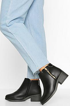 Se  Wide Fit Zip Side Chelsea Boots ved Boohoo.com