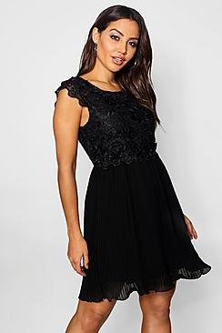 Se  Boutique  Corded Lace Pleated Skater Dress ved Boohoo.com