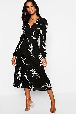 Se  Tall Floral Print Wrap Midi Dress ved Boohoo.com